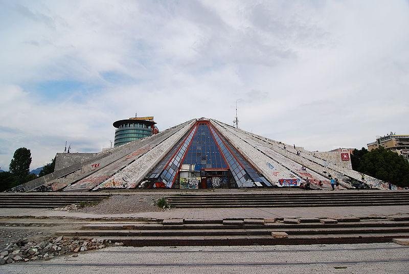 Pyramide van Tirana