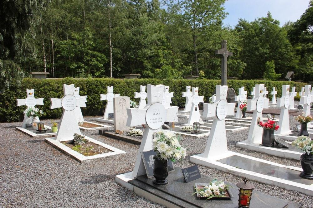 Belgian War Graves Cemetery Werkplaatsen Lommel