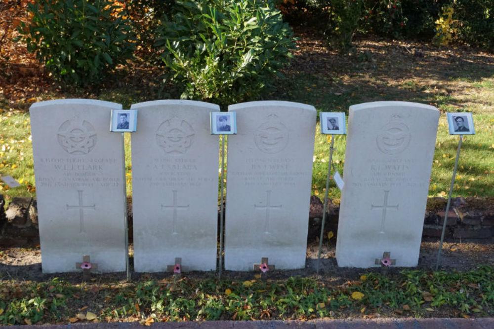Oorlogsgraven van het Gemenebest Algemene Begraafplaats Schoonebeek