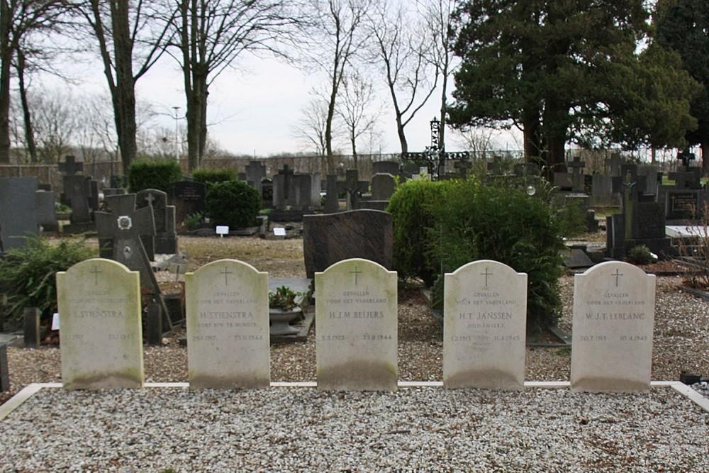 Nederlandse Oorlogsgraven Rooms Katholieke Begraafplaats Sint Jan Evangelist Hoensbroek