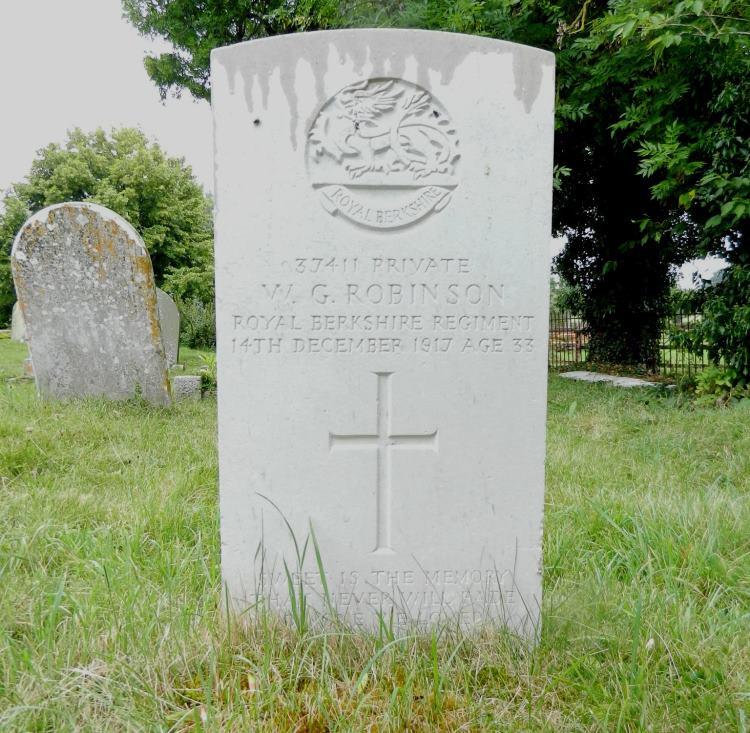 Commonwealth War Grave St. Nicholas Churchyard
