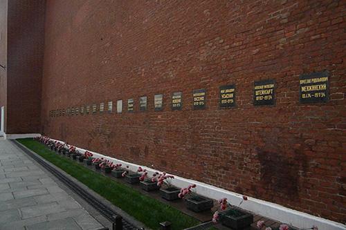 kremlin wall necropolis moskva tracesofwar com