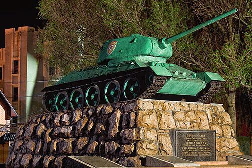 Massagraf Sovjet Soldaten & T-34/85 Tank