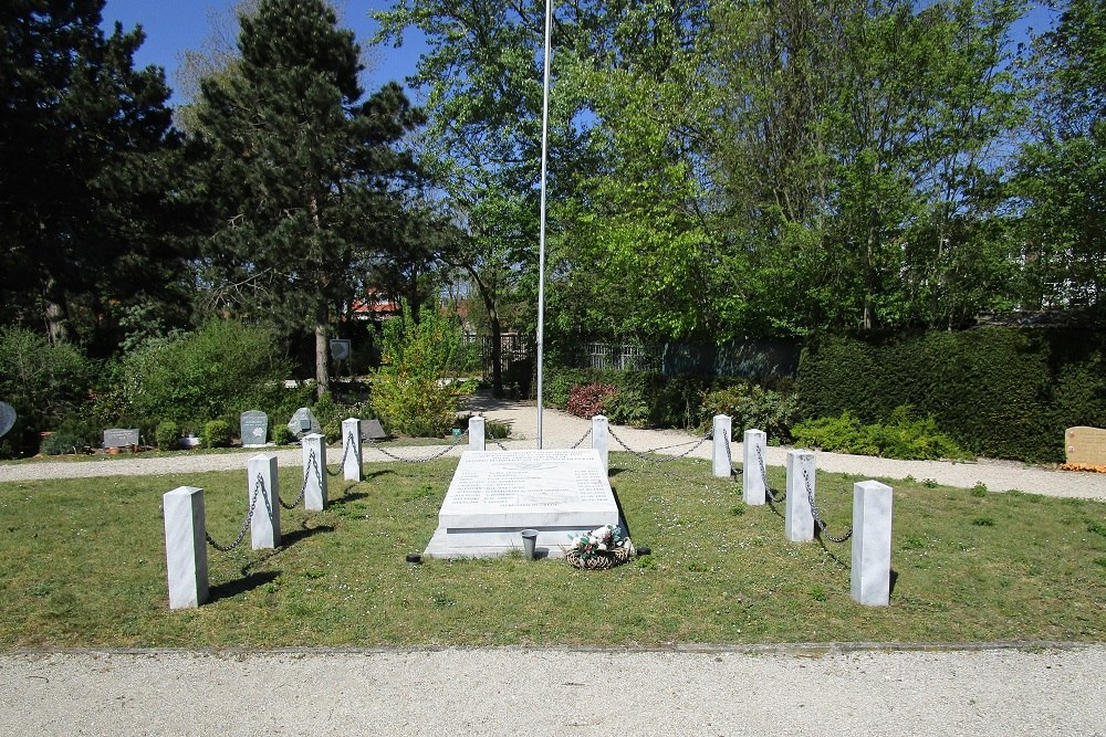 Monument Bemanning Martin Marinier P-303 Begraafplaats Duinrust Katwijk aan Zee