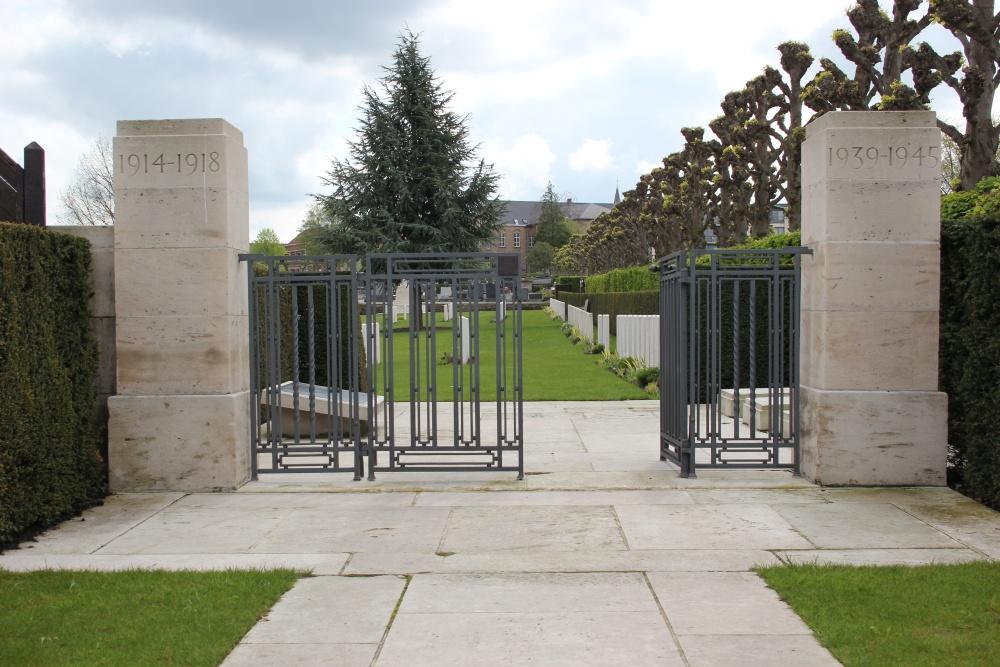 Oorlogsgraven van het Gemenebest Ypres Town Cemetery (Extension)