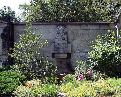 Graves Killed Priests
