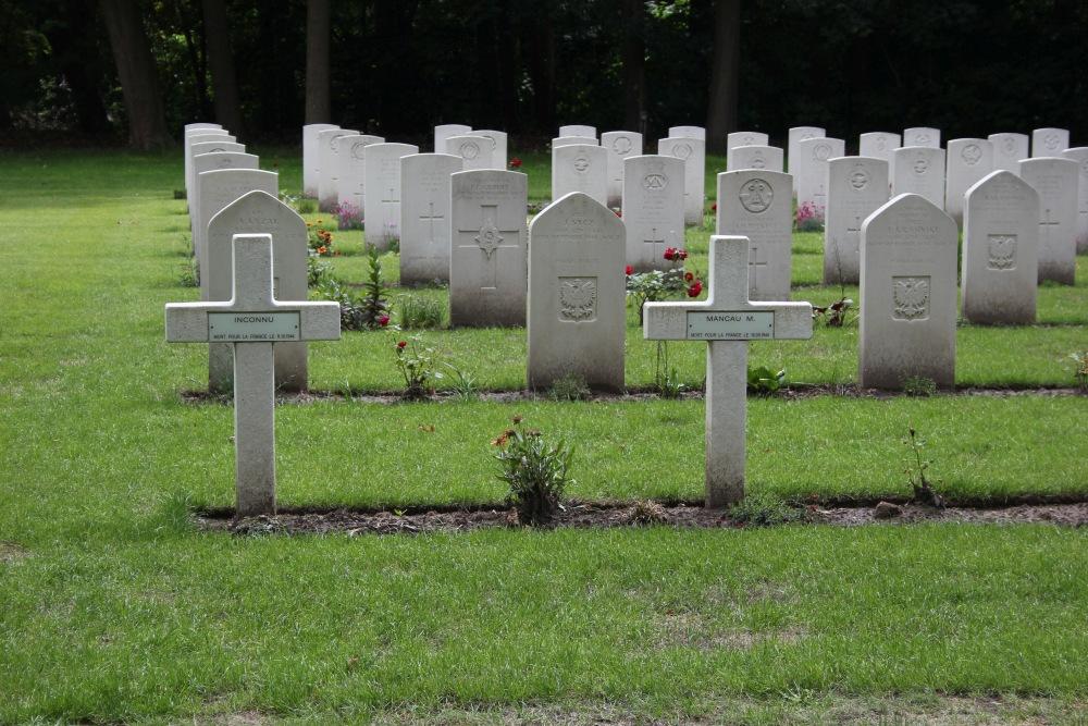 Franse Oorlogsgraven Canadese Oorlogsbegraafplaats Adegem
