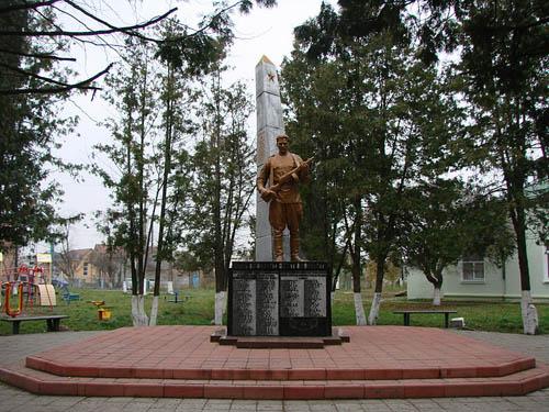 Massagraf Sovjet Soldaten & Oorlogsmonument