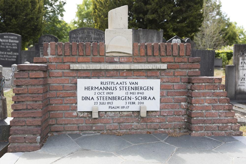 Nederlandse Oorlogsgraven Gemeentelijke Begraafplaats Zwartsluis