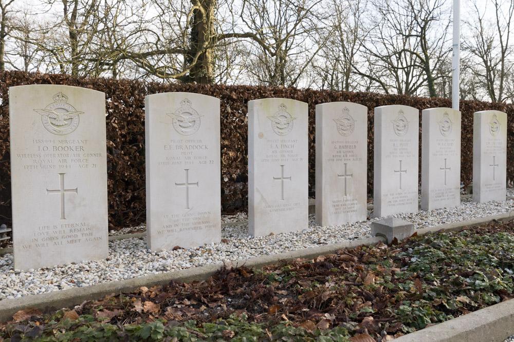 Oorlogsgraven van het Gemenebest Algemene Begraafplaats Buren