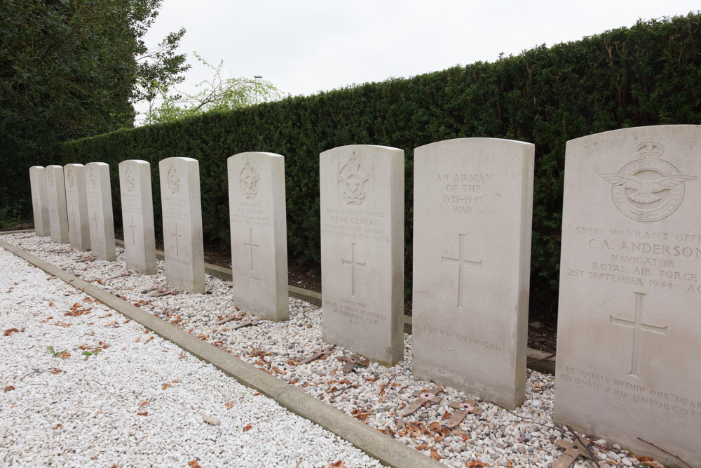 Commonwealth War Graves General Cemetery Heteren