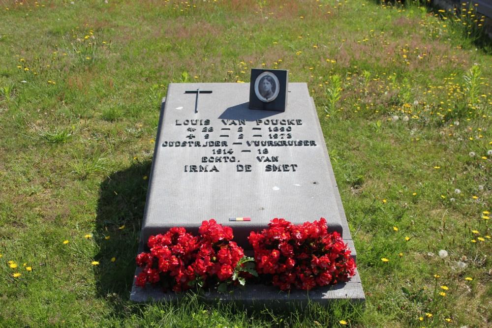 Veteran War Graves Old Cemetery Lochristi