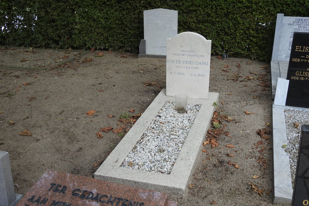 Dutch War Graves General Cemetery Boven-Hardinxveld