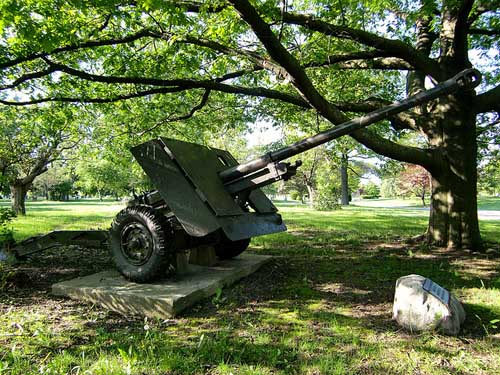 17 Pounder AT Gun York Cemetery