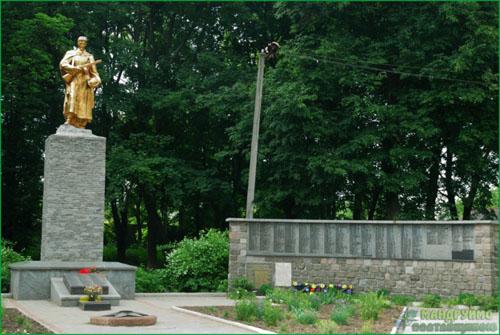 Mass Grave Russian Soldiers & War Memorial