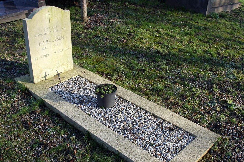 Nederlandse Oorlogsgraven Gemeentelijke Begraafplaats Oostermaas