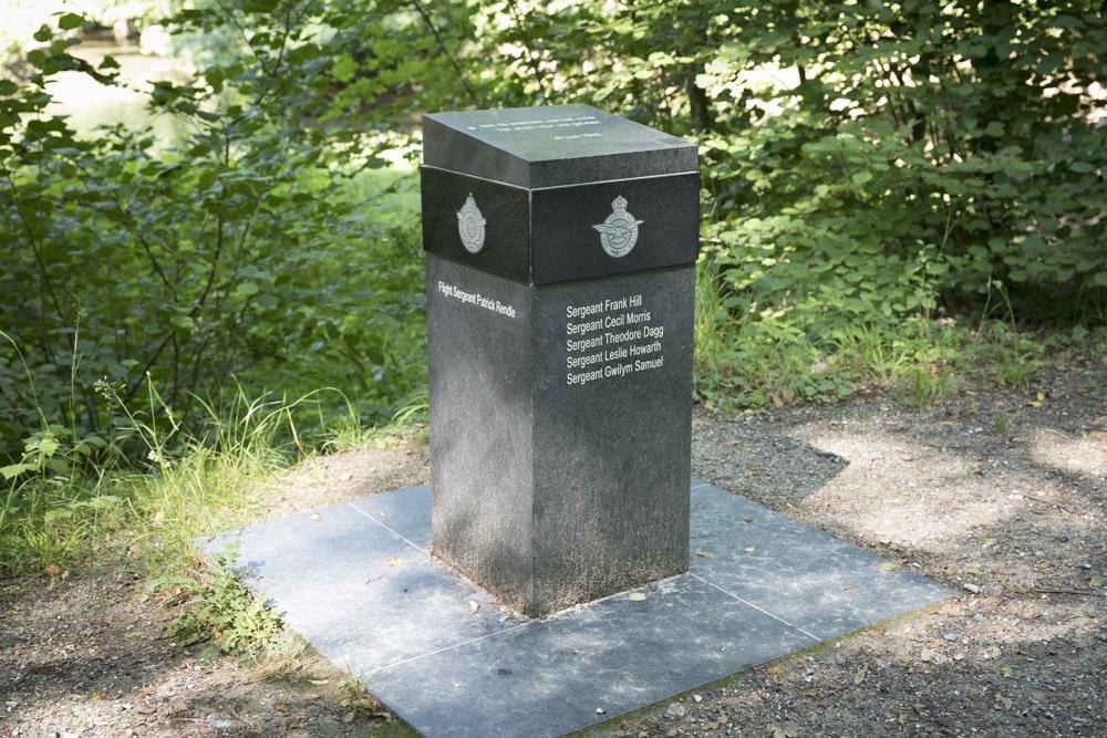 Memorial Halifax JB 907