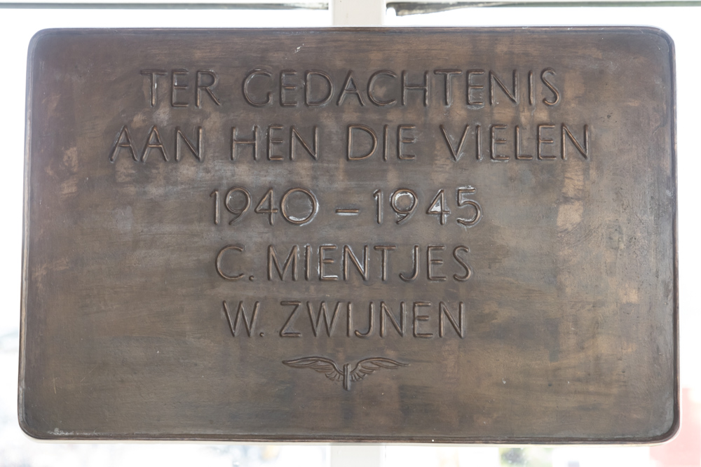 Plaque Killed NS Employees Elst
