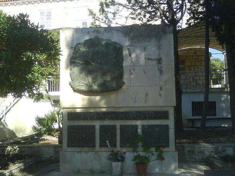 Monument Omgekomen Partizanen Lovište