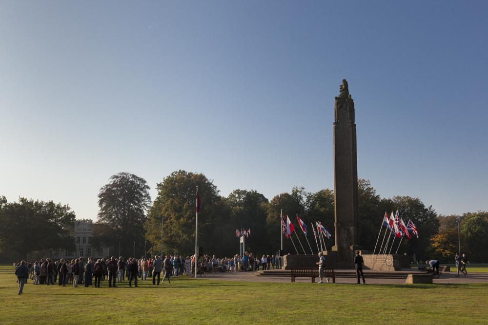 airborne memorial oosterbeek oosterbeek tracesofwar com rh tracesofwar com