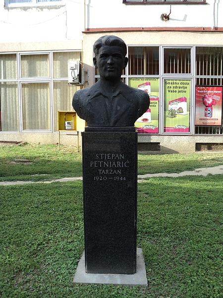 Buste Stjepan Petnjarić Tarzan