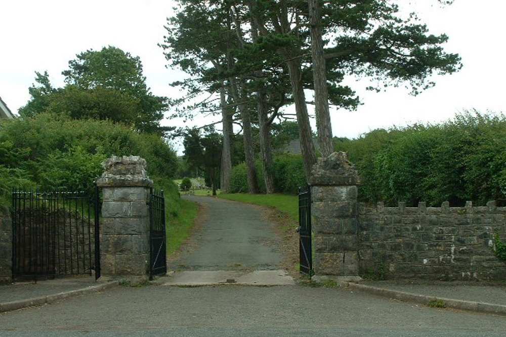 Commonwealth War Graves Monkton St. Nicholas Cemetery