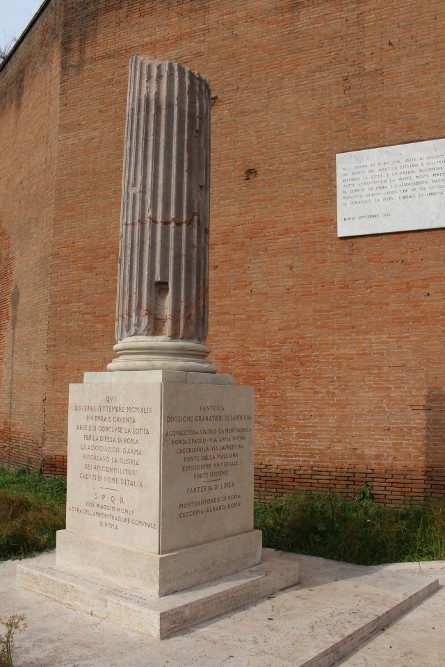 Monument Italian Soldiers