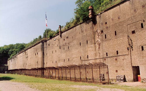 fortress metz fort de guentrange thionville. Black Bedroom Furniture Sets. Home Design Ideas