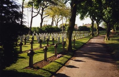 Commonwealth War Graves Caister Cemetery