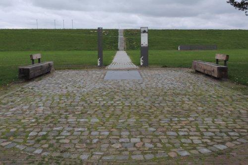Memorial plaque No. 4 Commando