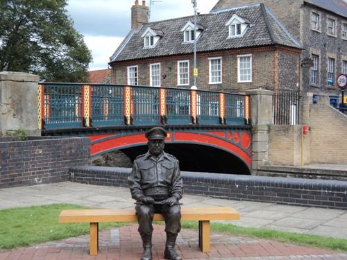 Standbeeld Captain George Mainwaring