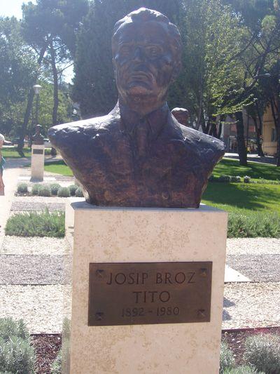 Buste Josip Broz Tito