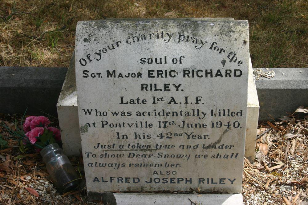 Commonwealth War Grave Kingston Roman Catholic Cemetery