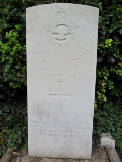 Oorlogsgraven van het Gemenebest Binfield Cemetery