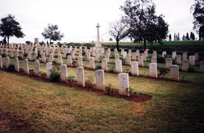 Commonwealth War Cemetery Le Petit Lac