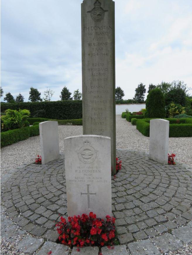 Commonwealth War Graves Odden Churchyard