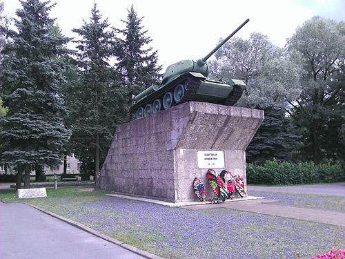 Monument Verdedigers Kirishi (T-34/85 Tank)
