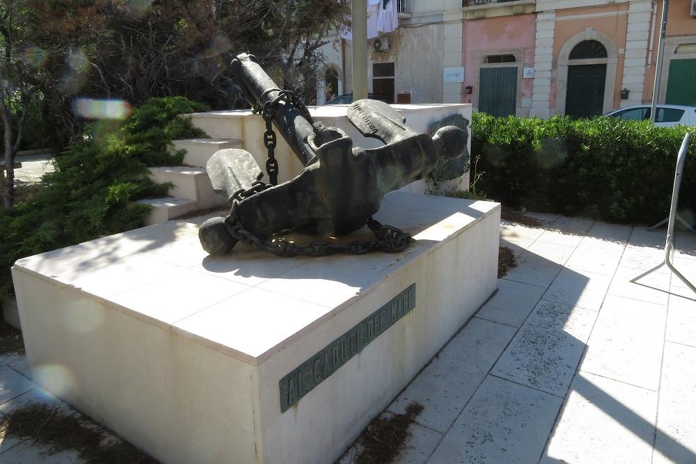Monumento ai Caduti del Mare di Polignano