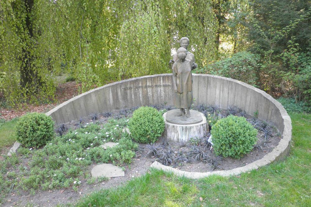 Memorial Execution 5 April 1945