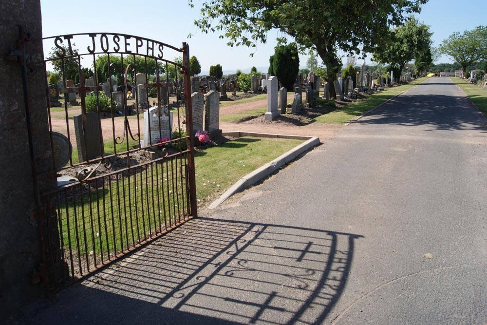 Commonwealth War Graves St. Joseph's Roman Catholic Cemetery