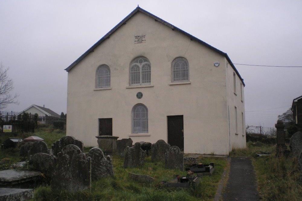 Commonwealth War Graves Hengoed Welsh Baptist Chapelyard