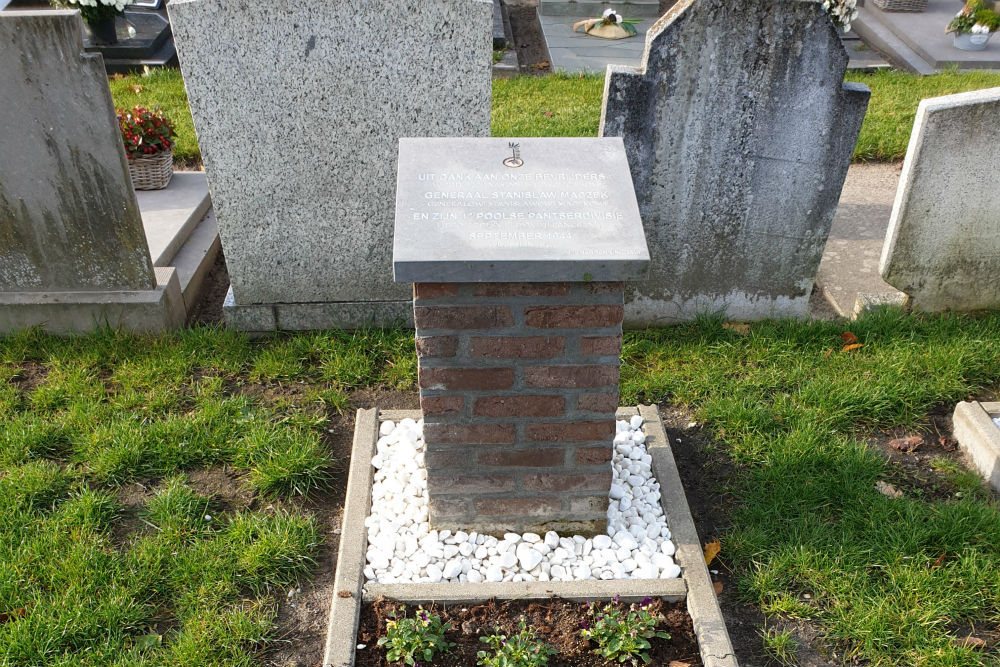 Monument 1e Poolse Pantserdivisie Algemene Begraafplaats Merksplas