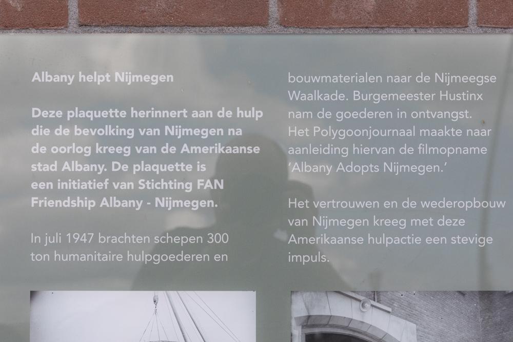 Plaquette Albany Helpt Nijmegen