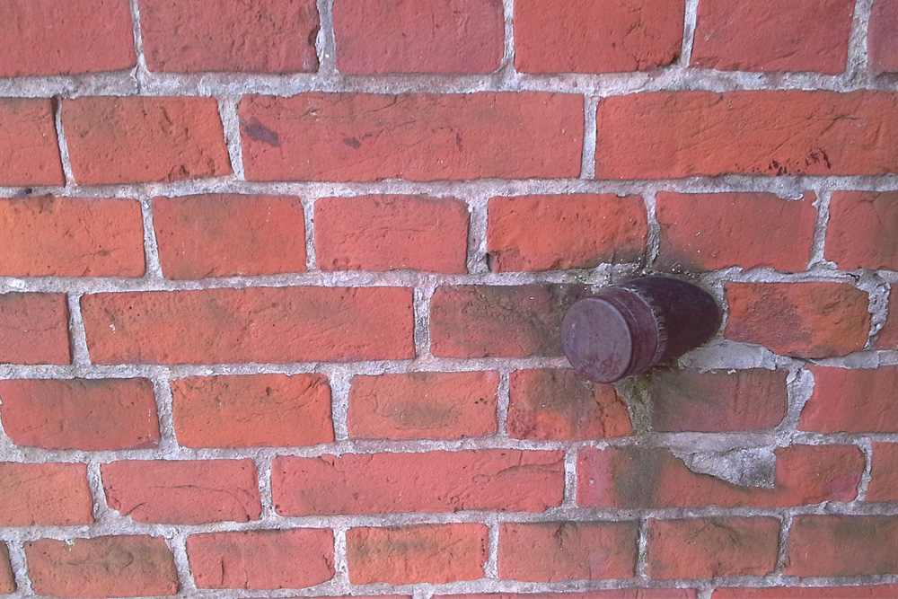 Granaat in Muur