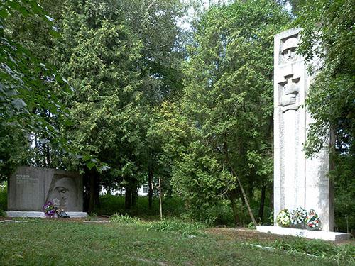 Massagraf Sovjetsoldaten & Oorlogsmonument