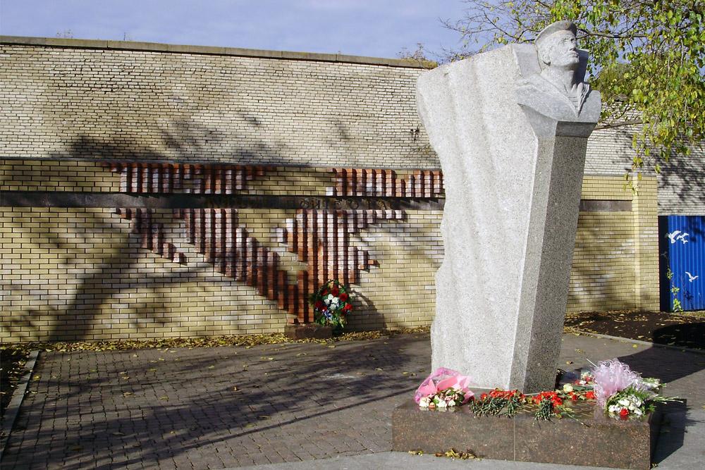 Memorial Peterhof Landing