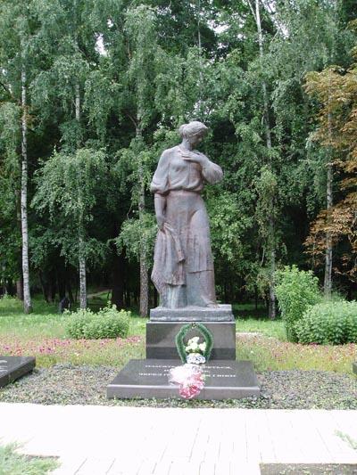 Massagraf Sovjetsoldaten Baturyn 1943