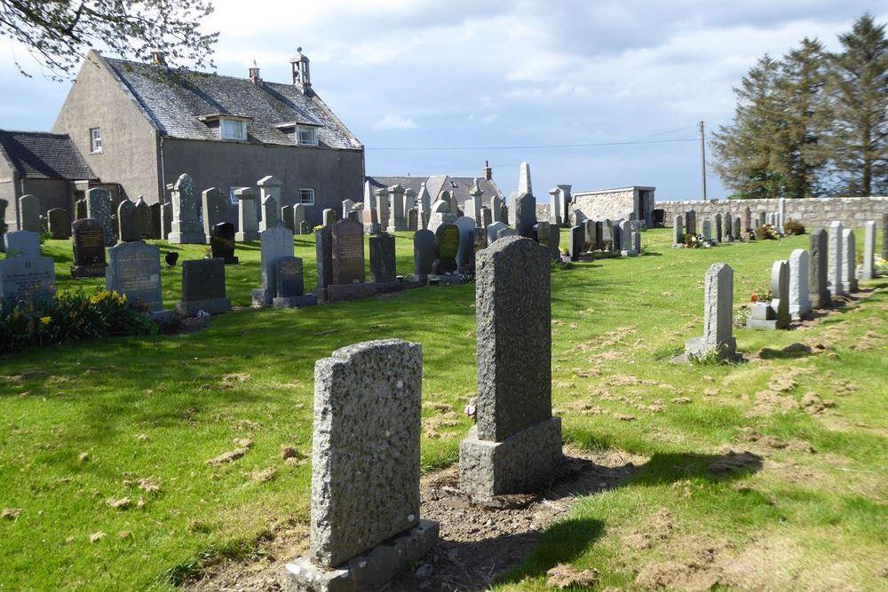 Commonwealth War Graves Kinnellar Parish Churchyard