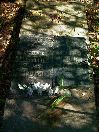 Graves Partisans Armenian Cemetery