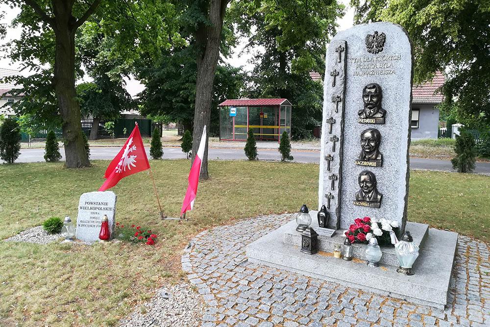Monument Pilsudski, Kaczorowski & Kaczynski